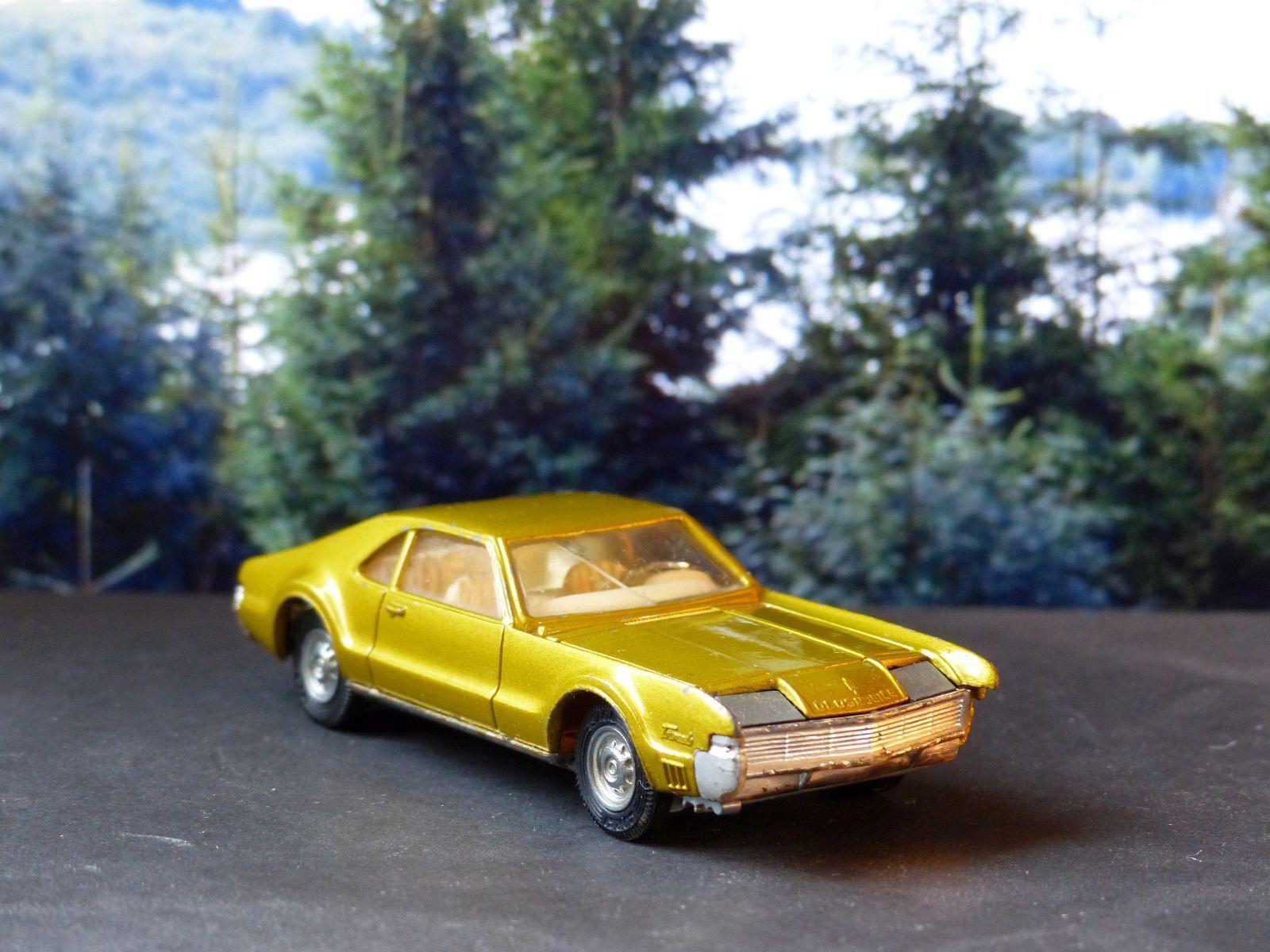 Corgi Toys 276 Oldsmobile Tgoldnado in yellow-bronze