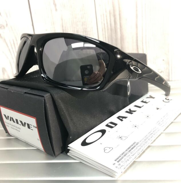 New OAKLEY Valve Sunglasses OO9236-01 Polished Black  Black Iridium Retails   150 c96debbd13