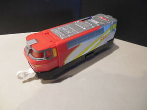 TOMY-THOMAS-amp-FRIENDS-MOTORIZED-TRACKMASTER-TRAIN-ENGINE-EMERGENCY-9-1-1-NICE