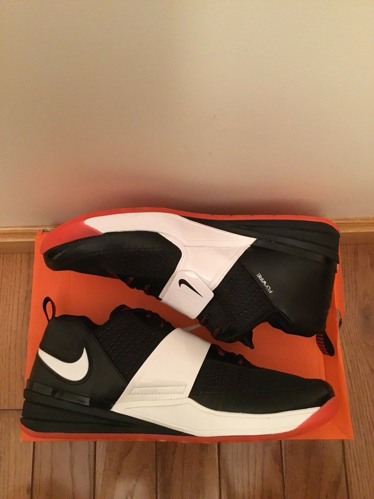 Nike Zoom Revis Blk wht Size 12 New