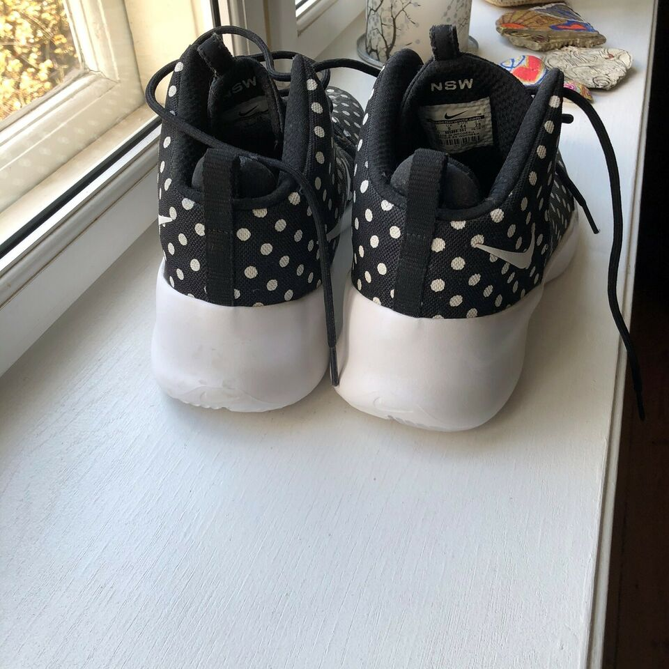 Andet, Unique Nike Hypetfr3sh Men. Black with polka dots,