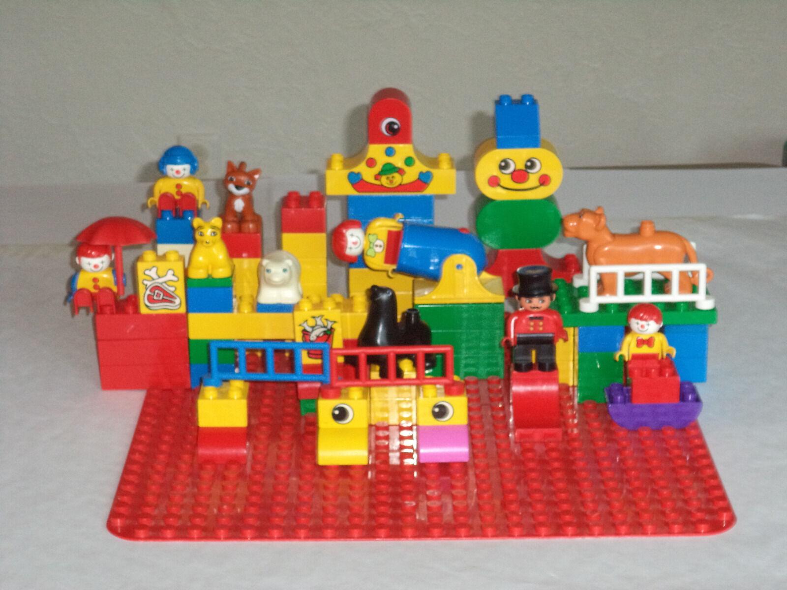 BIG LEGO DUPLO CIRCUS  LOT 80pcs RINGMASTER CLOWNS ANIMALS, RED BOARD