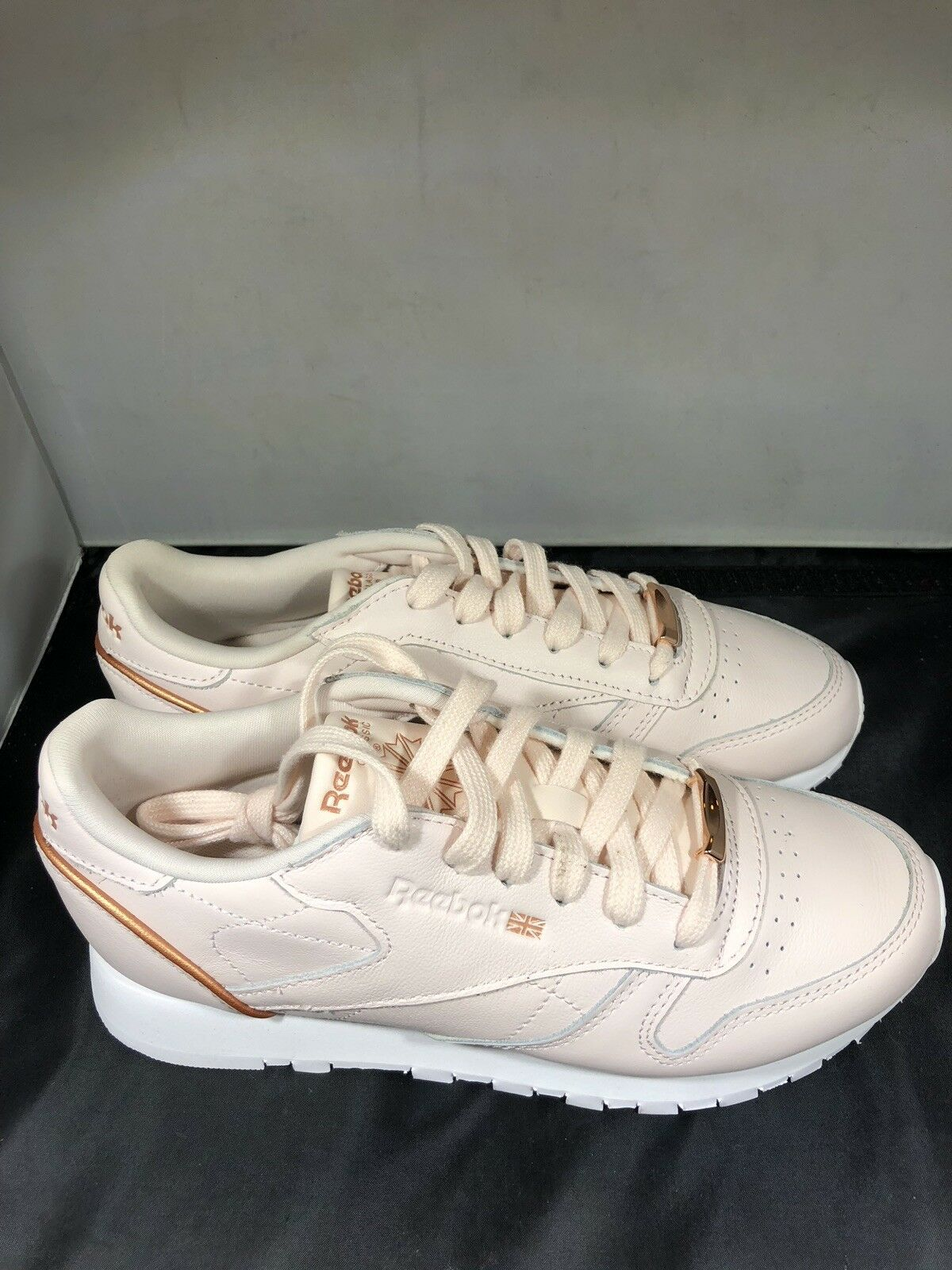 Reebok Womens Pale pink pink gold tennis shoes size 7.5   BS9880 ( G51)