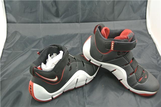 Nike Zoom LeBron IV Sport UK10.5 Noir/Blanc/Rouge Basket rare/SPECIAL-D BASKETBALL RARE/SPECIAL
