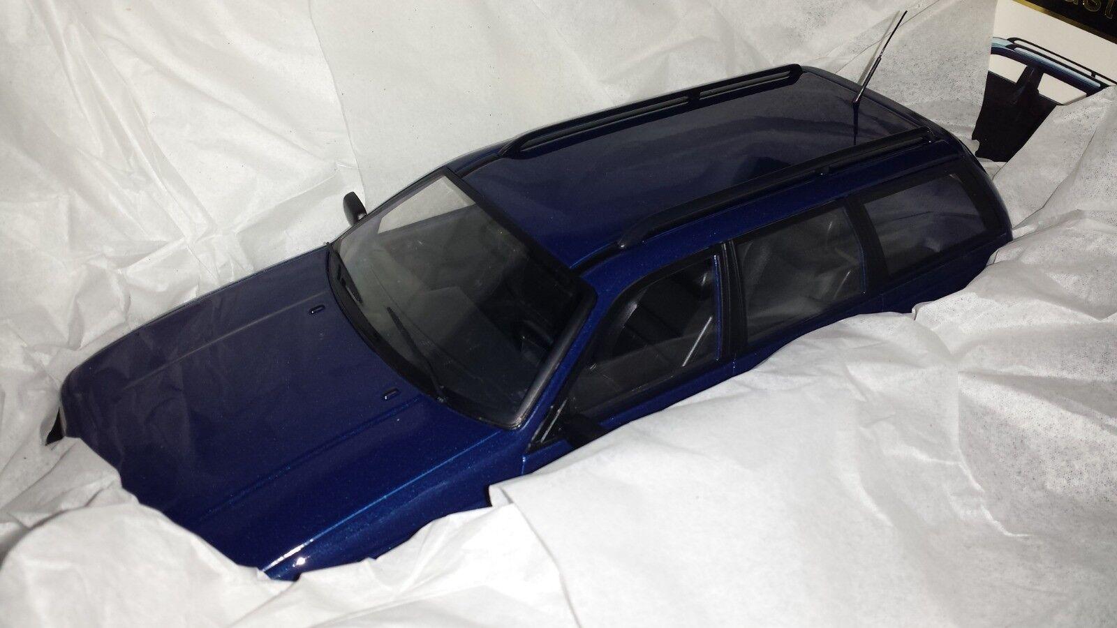KK-Scale 1 18 Volkswagen Passat B3 Variant 1988 bleuw nieuw in doos
