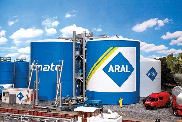 Ftuttier   130485 Aral Oil Tank Farm Kit HO Scale MIB