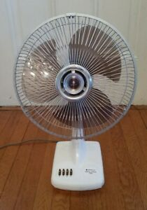 """NICE VTG. Sanyo 12"""" Oscillating Desk Fan 3 Speed Works Great Excellent Condition"""