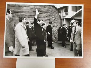 Vintage-Glossy-Press-Photo-Ronald-Reagan-John-Hinkley-Assasination-Attempt-1