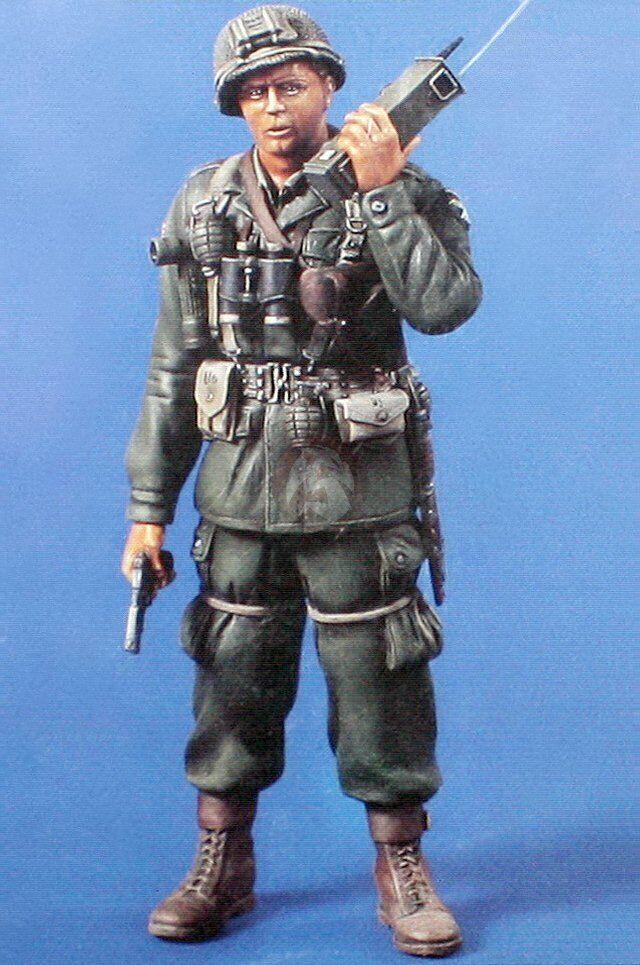 Verlinden 120mm 1 16 US Airborne ParaTrooper w Walkie Talkie &l Gun 1944 WWII 709