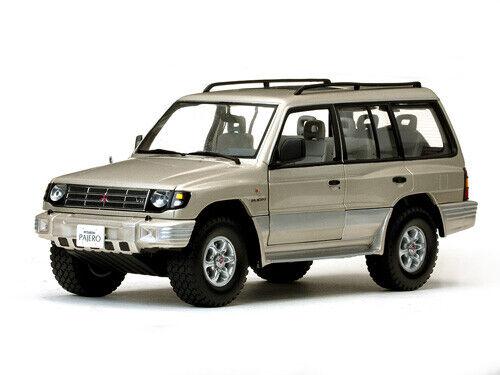SUN STAR Mitsubishi Montero Long 1998 1:18 1227