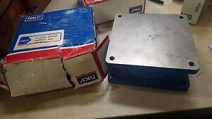 New-Open-box-SKF-Turntable-5204268-10-000lb-steel-locking-bearing-square-blue