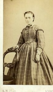 FRANCE-LYON-L-N-une-jeune-fille-pose-mode-fashion-albumen-CDV-photo