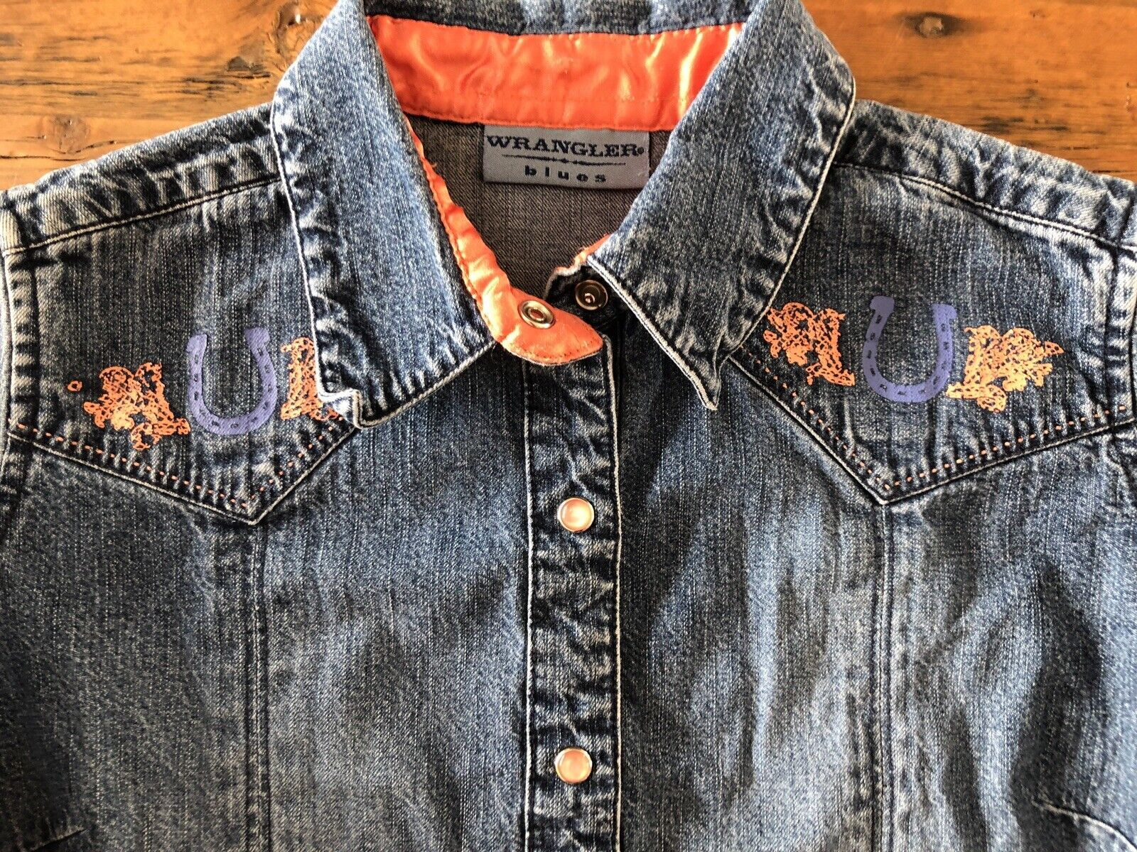 Vintage Wrangler Blaus damen Small Snap Front Denim Shirt Painted Horseschuhe
