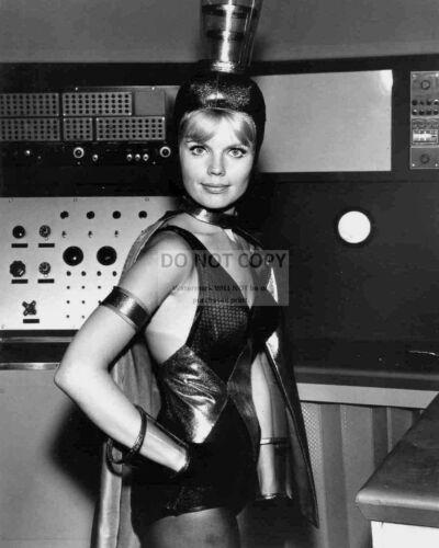 "MARTA KRISTEN AS JUDY ROBINSON /""LOST IN SPACE/"" 8X10 PUBLICITY PHOTO FB-018"