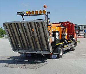 Road-Repair-Machine-roadhole-pothole-Schlagloch-Riss