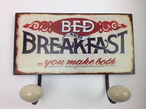 Garderobe Blechschild BED AND BREAKFAST zwei Haken Nostalgie-Look & Kleiderhaken