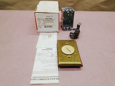 Pass and Seymour 1542 BRASS FLOOR Receptacle *NEW OLD STOCK*