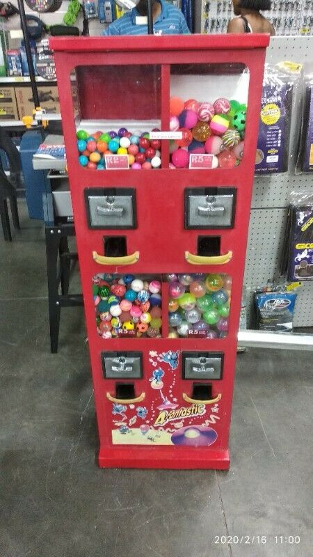 GAME VENDING MACHINES BUSINESS FOR SALE