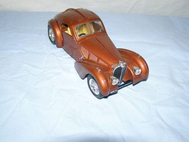 Jouet Burago  voiture Bugatti Atlantic (1936), échelle 1 24è