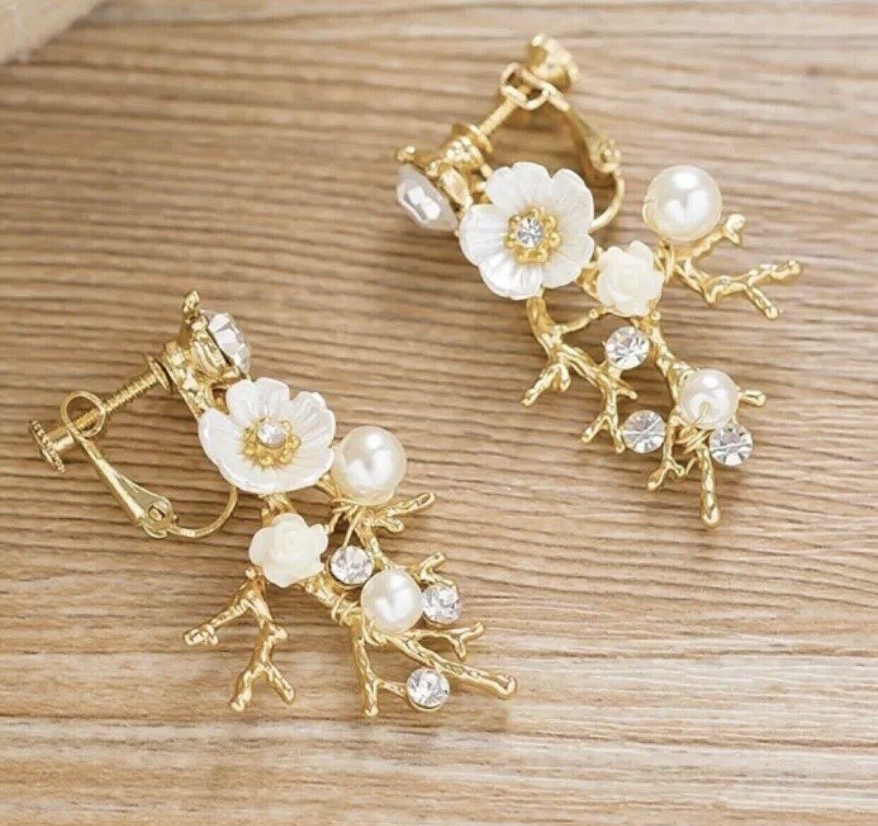 Bridesmaid Bridal Flower Gold Ivory Vintage Style Pearl Crystal Earring Set