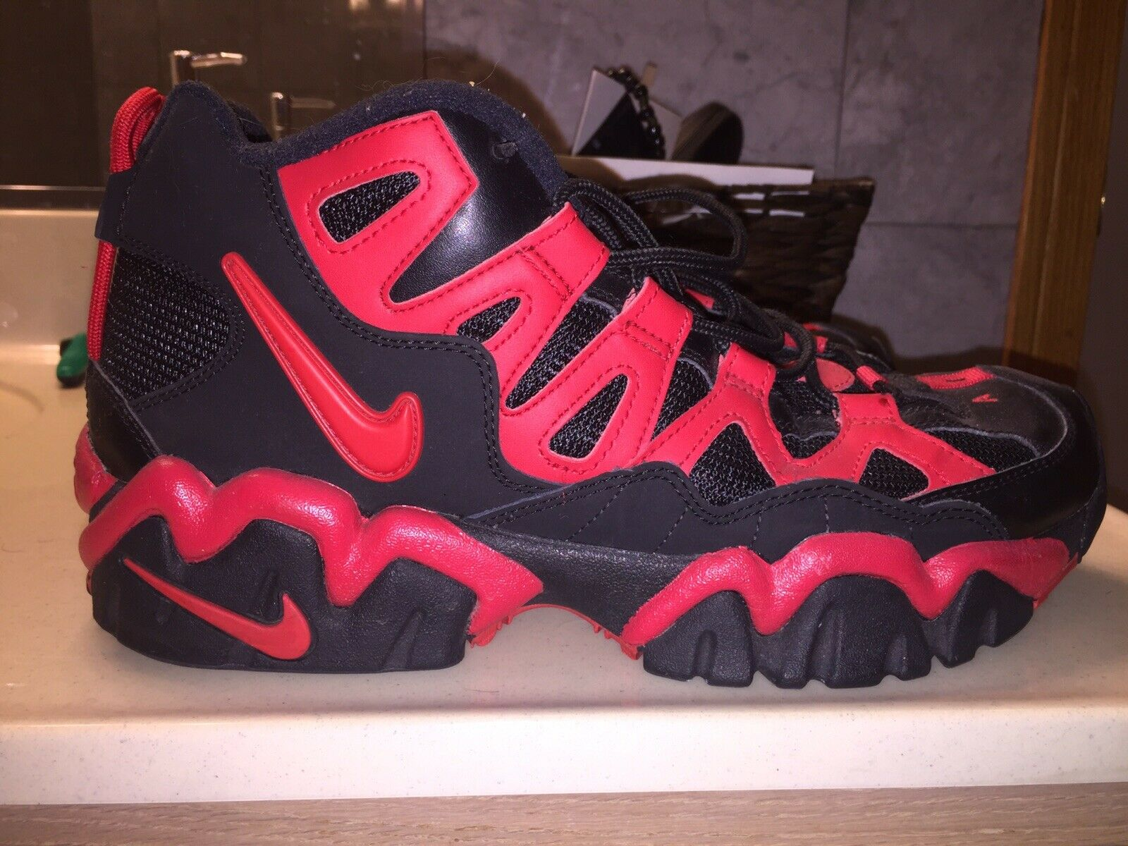 Nike Air Slant Mid Size 11.5 Black Red