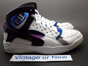 the best attitude 98cc2 924bf Image is loading Nike-Flight-Huarache-White-Black-Lyon-Blue-Basketball-