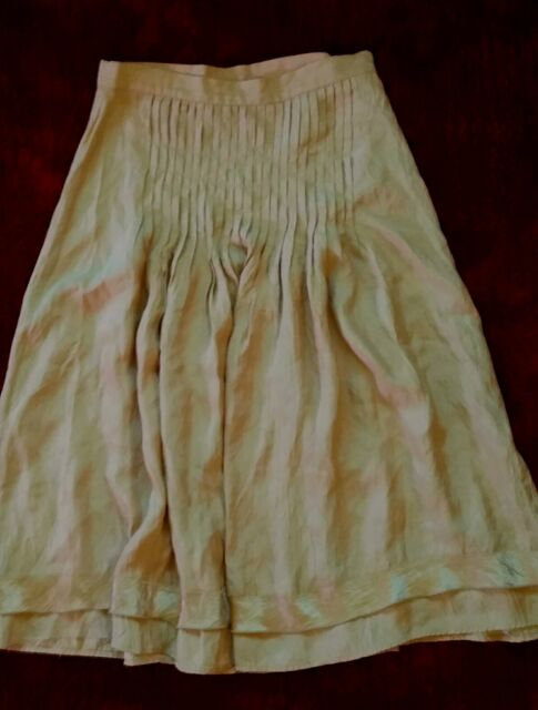 Ladies Sussan Skirt pleated gold Size 6.