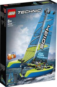 LEGO-Technic-42105-Catamaran