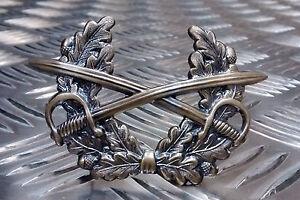 Genuine-German-Forces-Cap-Metal-Badge-Crossed-Swords-Laurel-Military