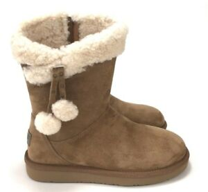 e7f85ae998e Details about UGG Women's Plumdale Cuff Short Winter Boots With Pom Pom  Chestnut Size 6,8,10