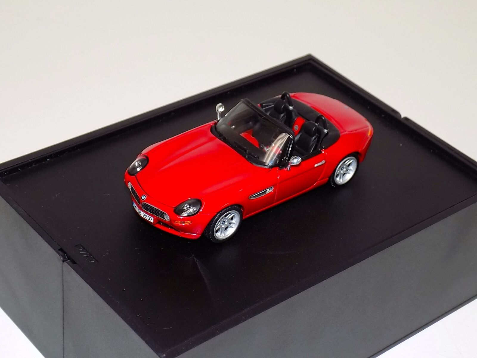 1 43 Minichamps BMW Z8 in rot Dealer Edition