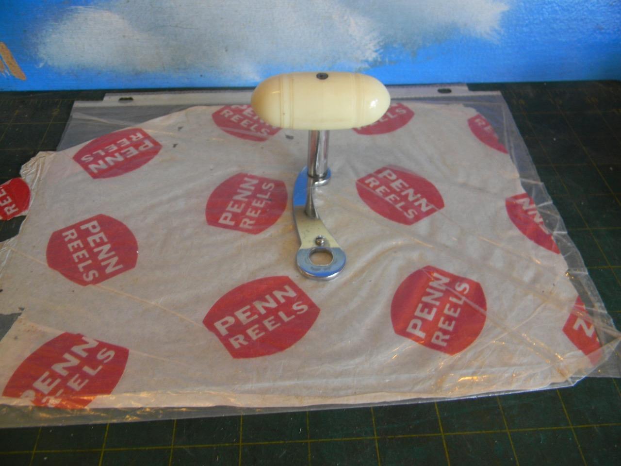 PENN 115-9 0 FISHING REEL  HANDLE WITH LARGE WHITE BAKELITE KNOB-