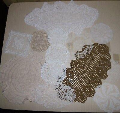 13 x Deckchen-Stickerei-Häkelarbeit-Spitze-schöne Handarbeit um 1900