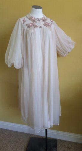 1950's  Artemis Beige w/ Roses. Vintage robe/peign