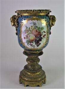 prunkvolle-Historismus-Vase-Ollampe-LOUIS-XVI-Stil-Widderkoepfe-amp-floral