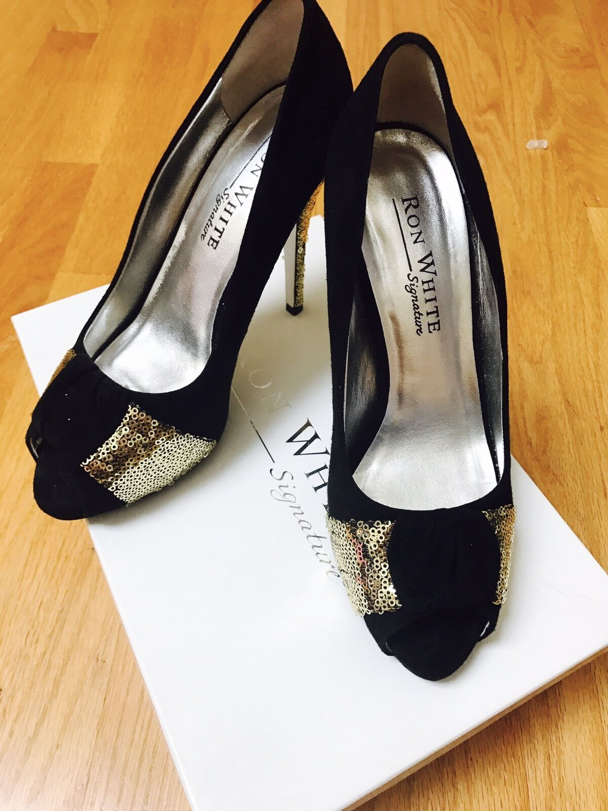 Ron blanc High heel shade Pumps, or accents. Sz 38. .