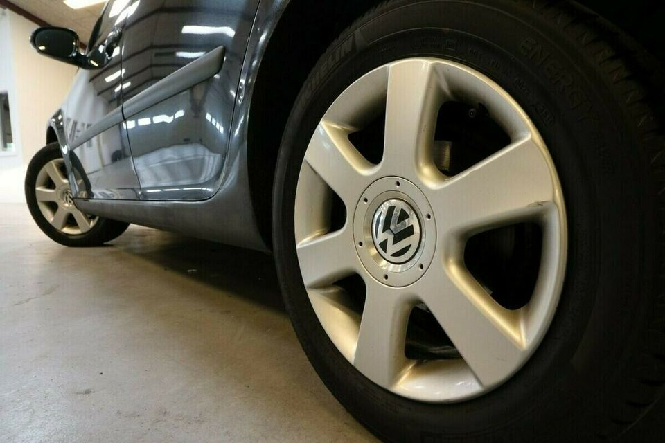 VW Golf V 1,4 Trendline 75 Benzin modelår 2004 km 293000 Sort