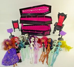 Lot-of-10-Mattel-Monster-High-Dolls-w-Coffin-Case-Chair-Tables-Clothes-Nude