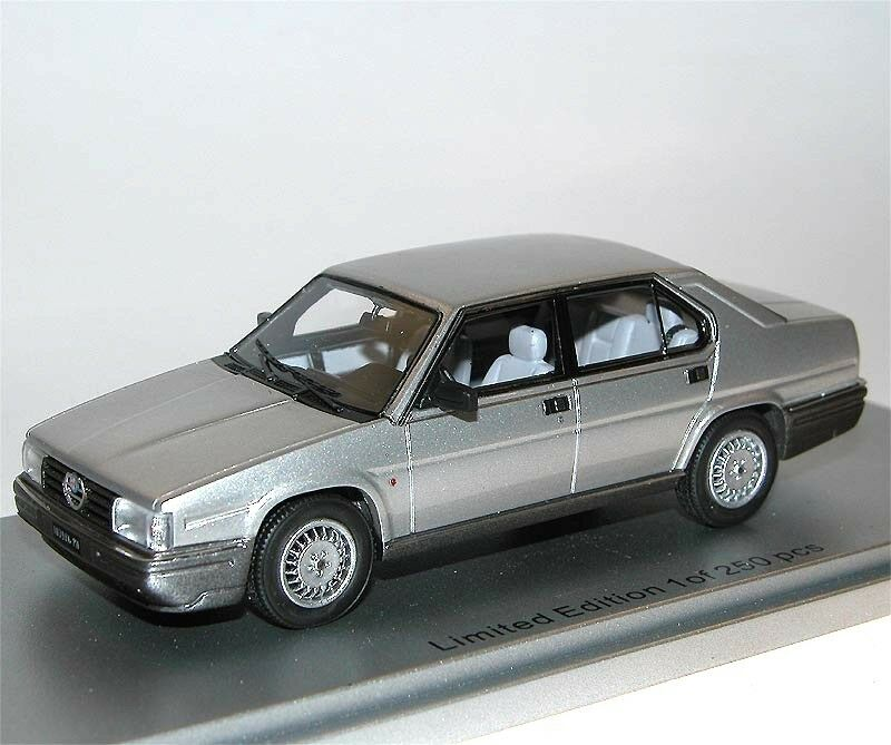 Fort de Scale Models ke43000191, ALFA ROMEO 90 Quadrifoglio or, 1984, argent 1 43