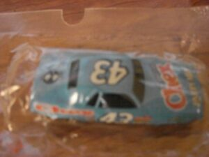 Richard-Petty-Salute-43-Chex-Party-Mix-1970-Plymouth-Cuda-1-64-Hot-Wheels-Promo