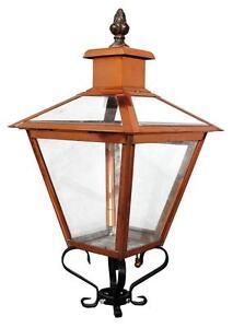 Lanterne-ancienne-d-039-exterieur-en-cuivre