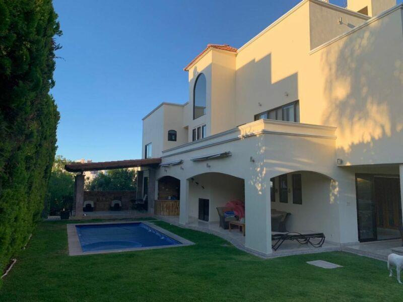 Residencia Venta Club de Golf La Loma, SLP. Con vista y alberca