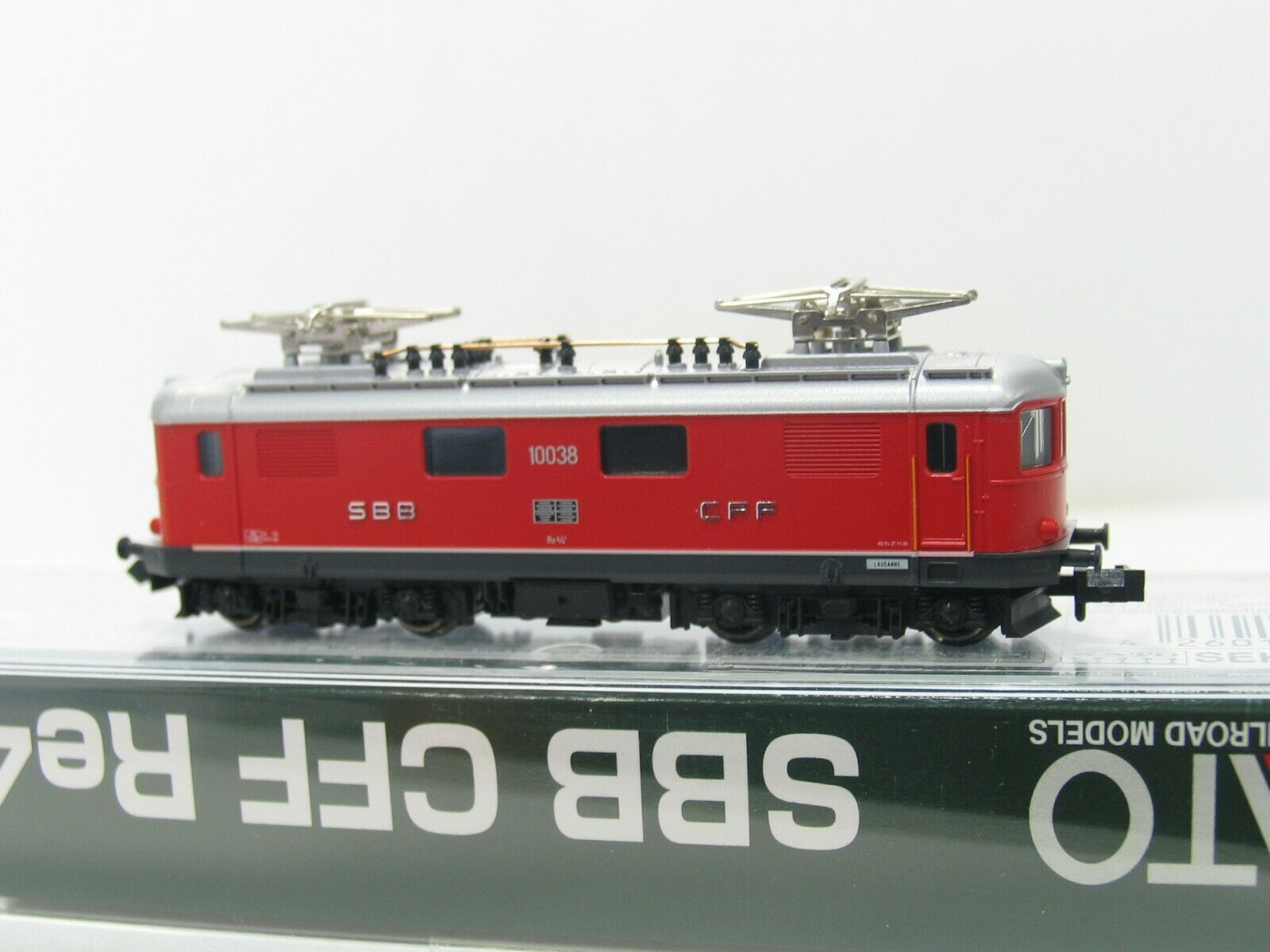 Kato 11602 E-Locomotive Series Re 4 4  10038  red SBB NH212