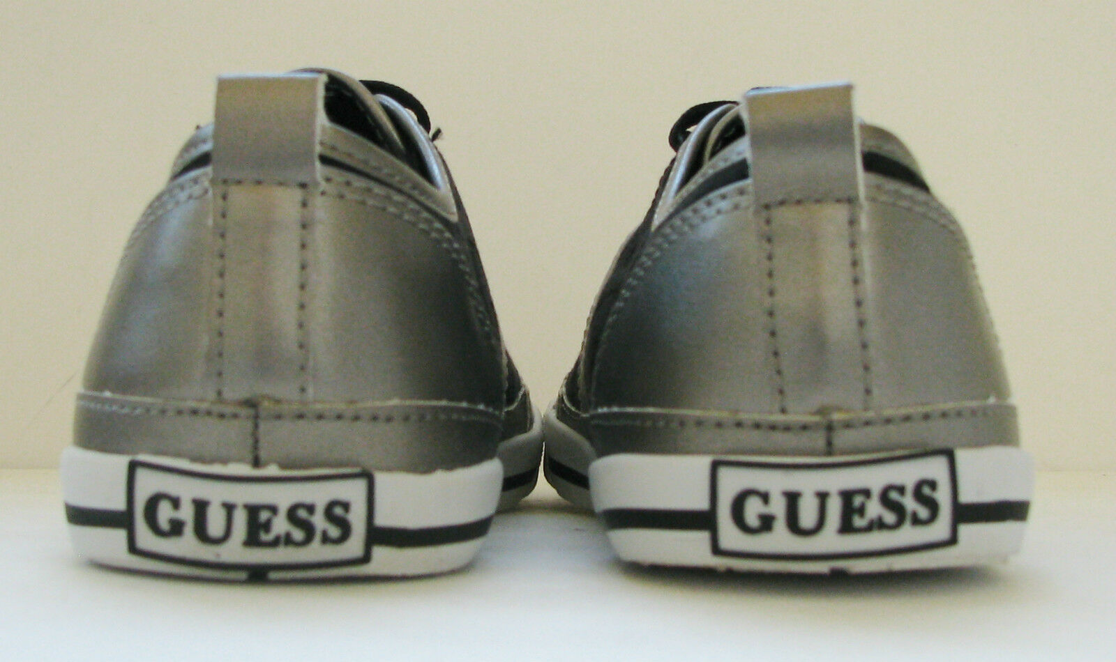 Nuovo- Guess Guess Guess Radica Nero Logo + Peltro Similpelle + argentoo Scarpe Sportive d20927