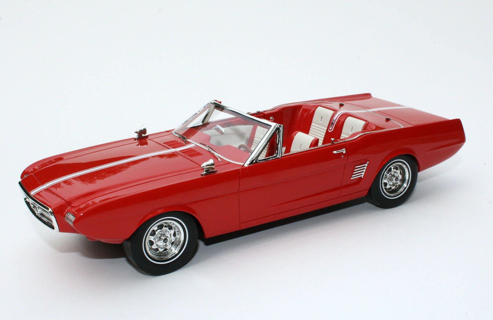 Automodello ONE24 1963 Ford Mustang II Concept Rouge avec Hardtop 1 24 24F041