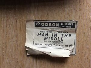 a4d-ephemera-advert-leicester-1964-odeon-man-in-the-middle