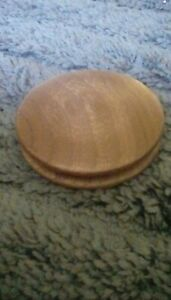 Wooden-disc-for-a-Speedweve-type-darning-loom