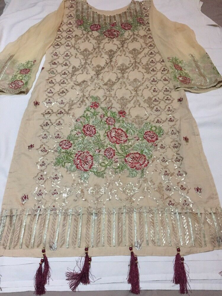 Brand New 3 PIECE BRAND NEW FULL EMBROIDERED LAWN STITCHED SUIT. L SIZE