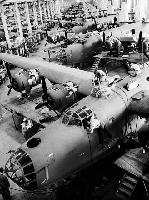 WWII Photo USAAF B-24 Bomber Assembly Plant  WW2 B&W World War Two / 5103