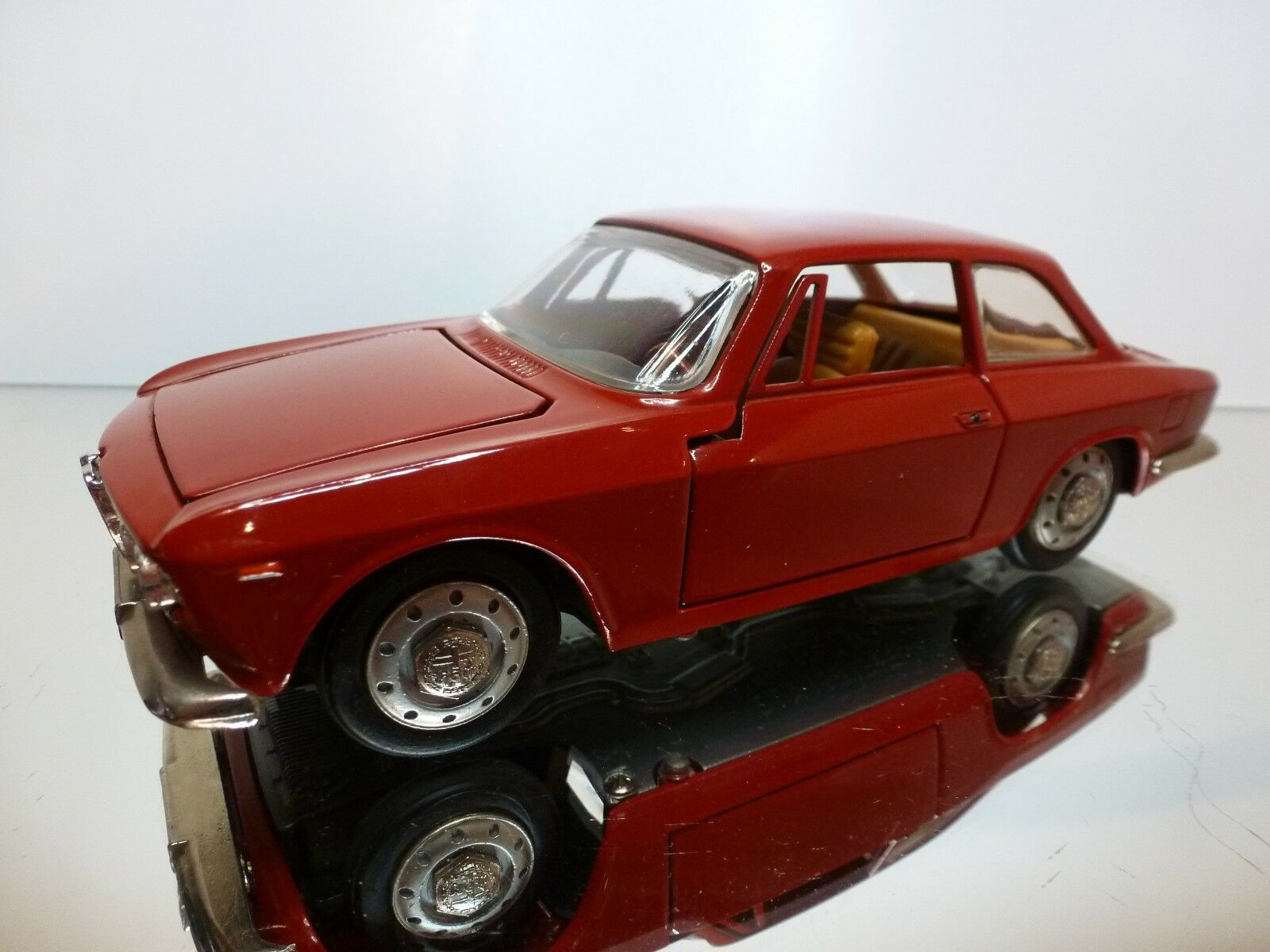 TOGI ALFA ROMEO  GIULIA GT SPRINT - rouge 1 23 - EXCELLENT CONDITION  prix bas 40%